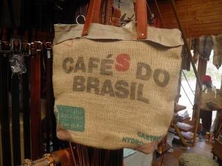 コーヒー豆の袋をリサイクルしたバッグ