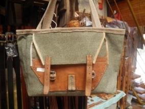 1960年台のスイスアーミーのリュック生地をリサイクルしたバッグ