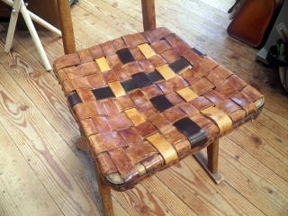 椅子の座面を革張りに直しました